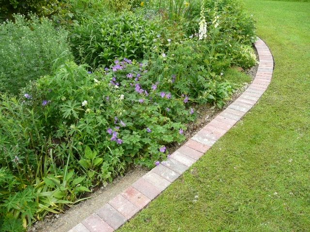 Smooth Lawn Edging Homeoutside Google Image Result For 400 x 300