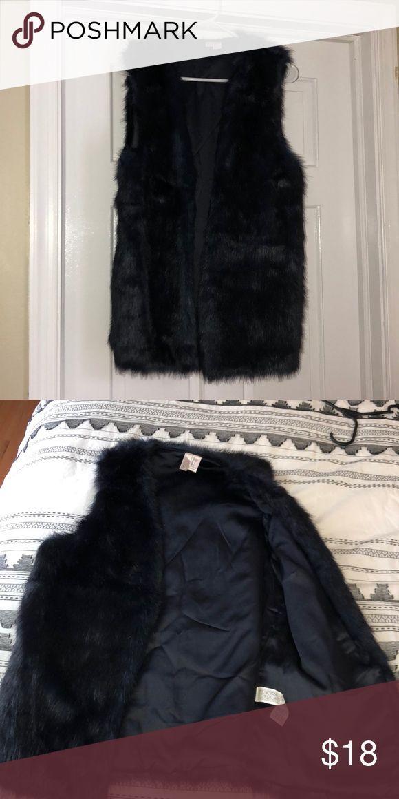 NWOT Navy fur vest! Never before worn navy fur vest! Forever 21 Tops – #für #Na…
