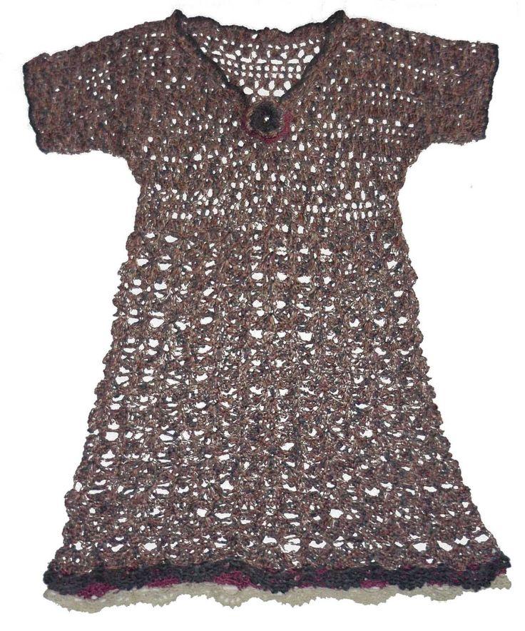 Vestido elaborado con tela jersey estampada y tejido a crochet en hilos de colores azul, turquesa, ocre y fucsia, talla M Vestido tej...
