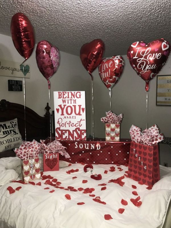 Stunning Diy Romantic Valentine Days Decorations Ideas 34 Inspira Spaces In 2020 Romantic Christmas Gifts Romantic Gifts For Girlfriend Diy Valentine S Day Decorations