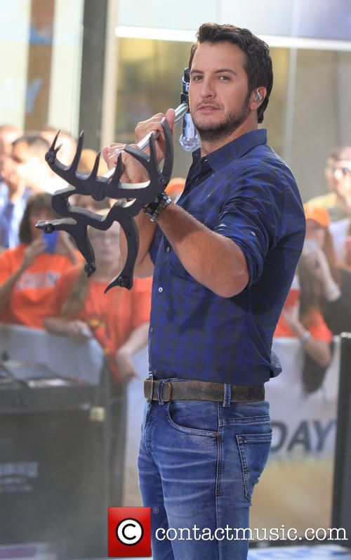 Luke's Buck Commander Stand...wait a minute...he's holding a stand....I didn't notice