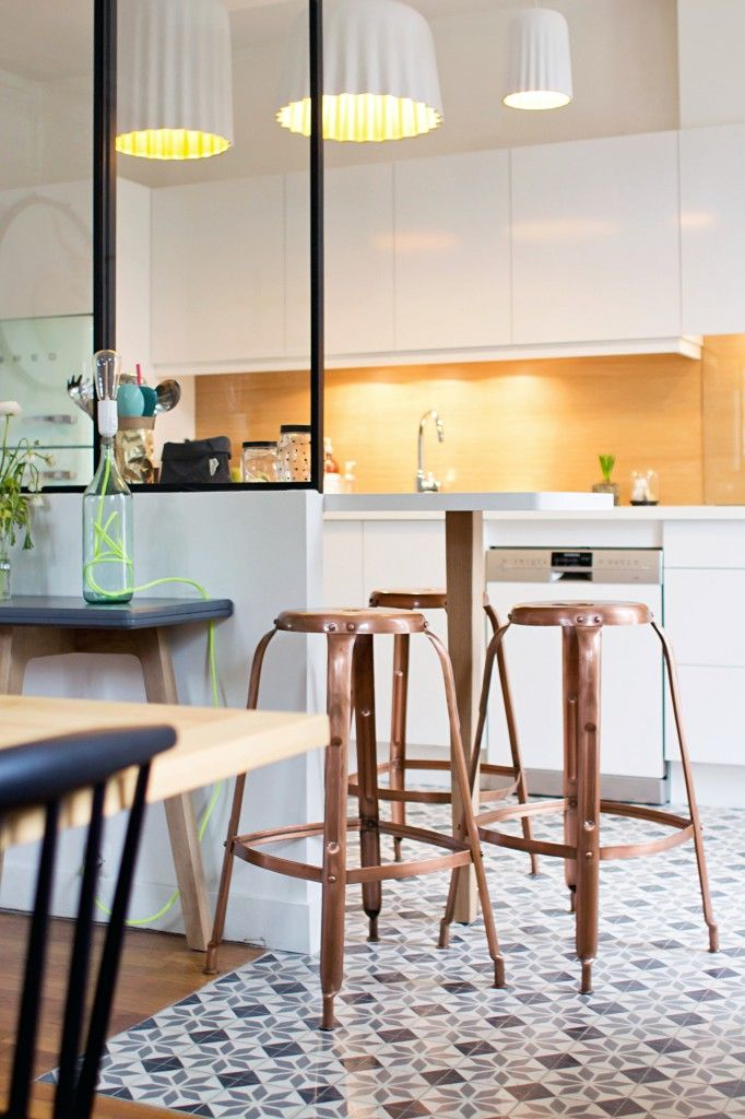 Cuisine salle manger verri re en cloison s paration - Carreaux de ciment et parquet ...