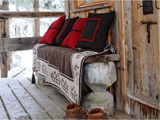 wooly pillows: Wooden Benches, Winter Cabin, House Trees, Treehouse, Trees House, Cabin Chic, Cozy Blankets, Front Porches, Pillows