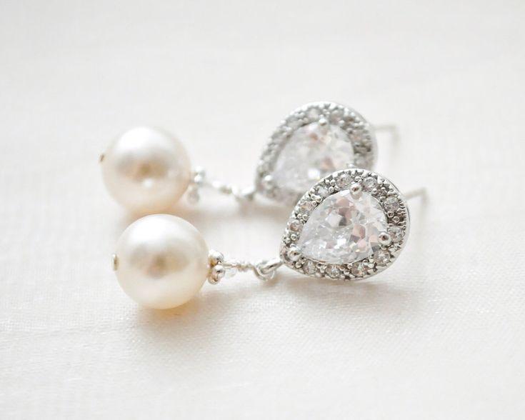Braut Ohrringe Tropfen Perlen Ohrringe, Elfenbein-Perlen-Ohrringe, Ohrringe Hochzeit Braut-Schmuck von SarahWalshBridal auf Etsy https://www.etsy.com/de/listing/164260926/braut-ohrringe-tropfen-perlen-ohrringe
