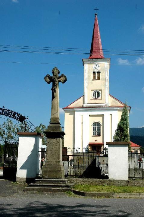 kuncice2Date: 30.1.07 16:08  Kamenný kříž u kostela v Kunčicích pod Ondřejníkem
