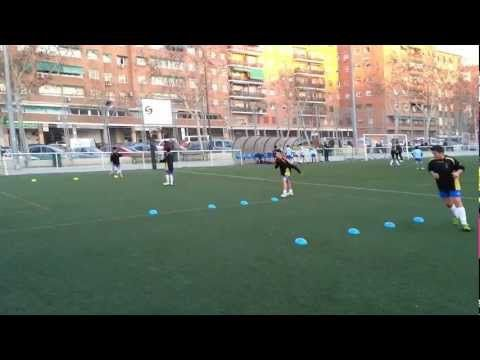 Pases, desmarques y paredes. - YouTube
