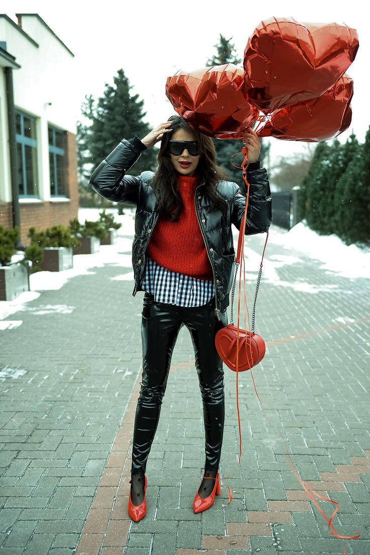 Koszula, sweter, buty-STRADIVARIUS, Spodnie- BOHOLIFE, Torba-ZARA, Biżu- THOMAS, Rajstopy- CALZEDONIA, Kurtka- VERSACE, Balony- 4 BALONY, Okulary- CELINE http://thirtyfashion.com/walentynki/