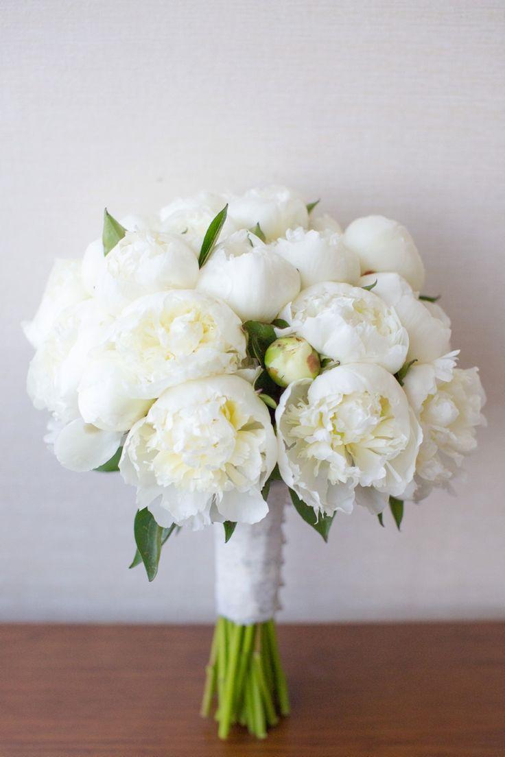 White peony bouquet | Tina Elizabeth Photography