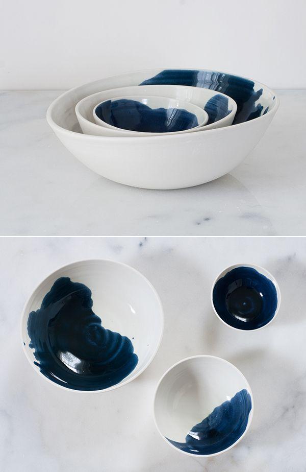 Coupes et bols en céramique peinte par Suite One Studio.