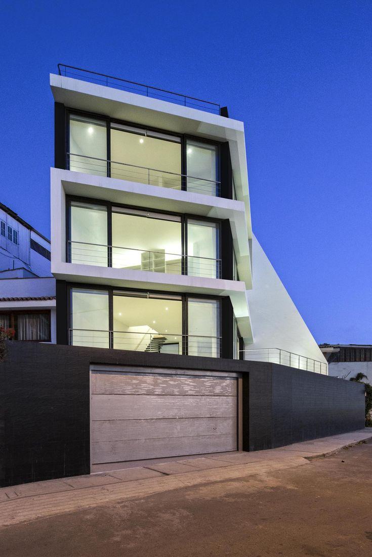 Casa Vertical / Juan Carlos Doblado
