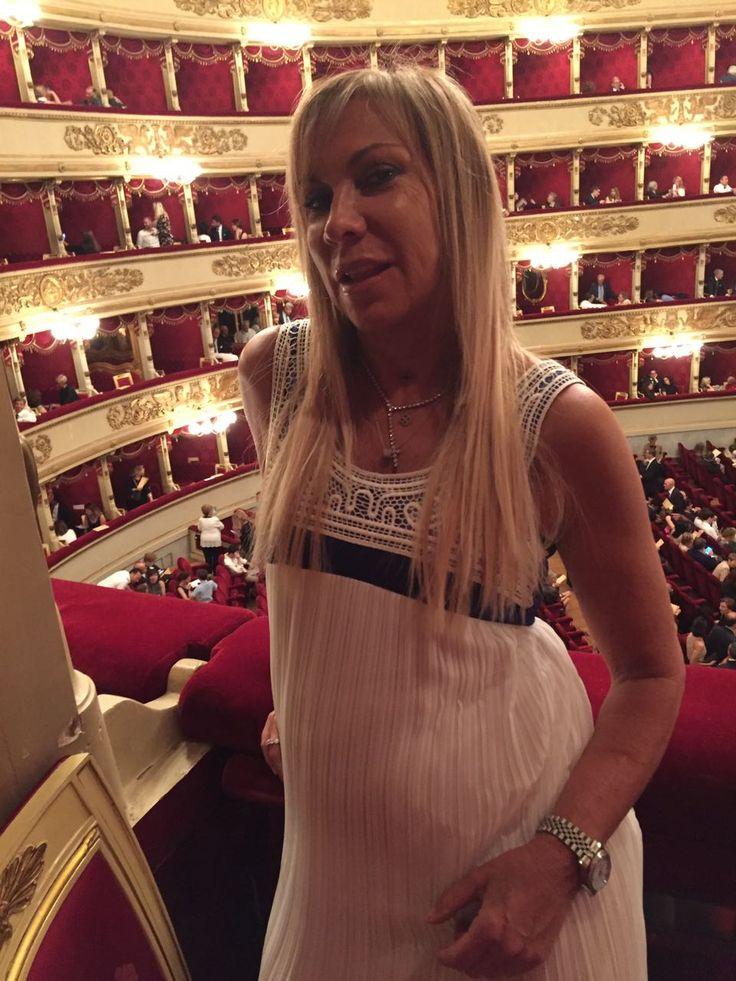 #Hanitapress #SS17  Claudia Peroni in #totallook Hanita SS17 Collection presente nel magico scenario della Scala di Milano