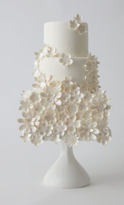 www.specialeventsinstitute.com If a bride utilizes many colors throughout the decor, why not add an all white cake so it looks tasteful? Love the flowers