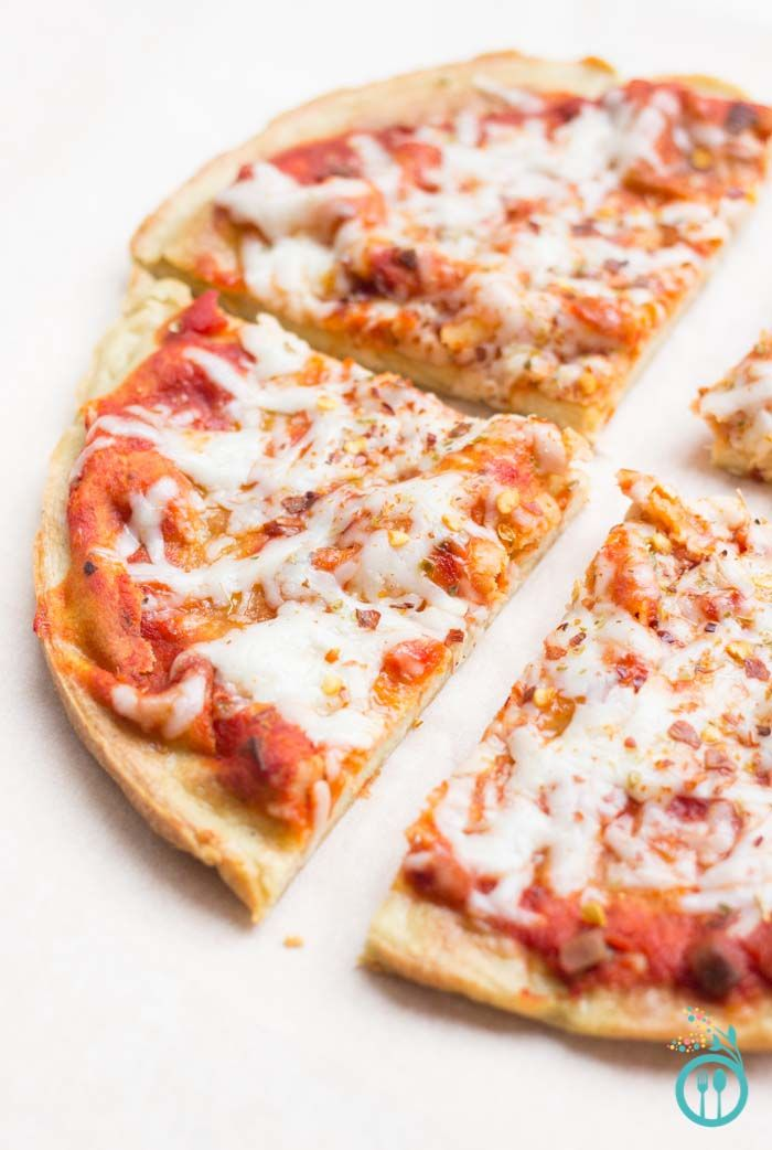 Latest obsession >> GLUTEN-FREE BLENDER PIZZA! That's right, this crust is made in your blender, is only 5 ingredients and no yeast required!