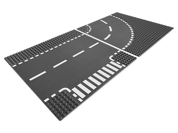La construction des routes de votre ville LEGO® prend un tournant pour plus d'amusement avec cet ensemble de plaques de construction de 25 cm, comprenant une plaque de virage et une plaque de croisement ! Chaque plaque est un carré de 32 tenons de côté.