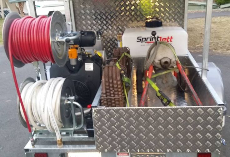 Here is a picture we got from our customer Grant showing us his new Sprintjett Water Jetter with his electric eel sitting inside the custom made tray on his new jetter, Grant is very happy with his new machine! #Sprintjett #SPRINTJETT