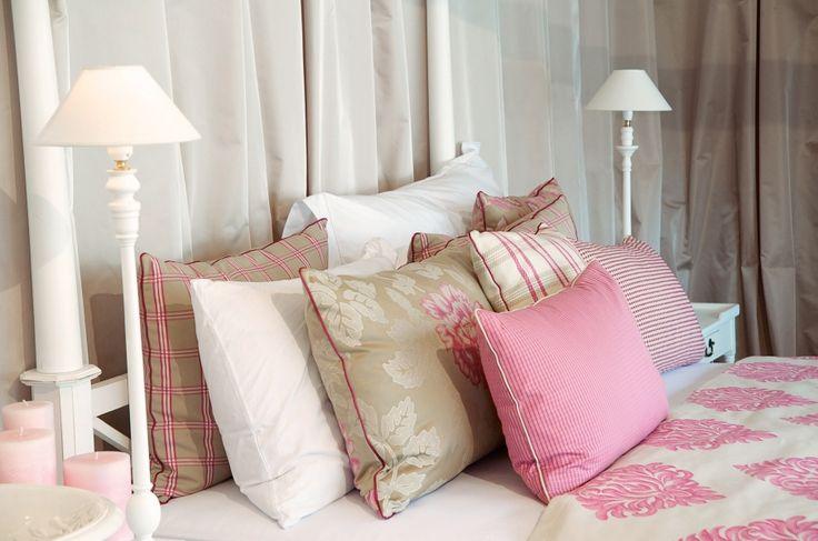 Auch im Schlafzimmer macht die Farbe ROSA eine gute Figur. Fotocredits: FINE