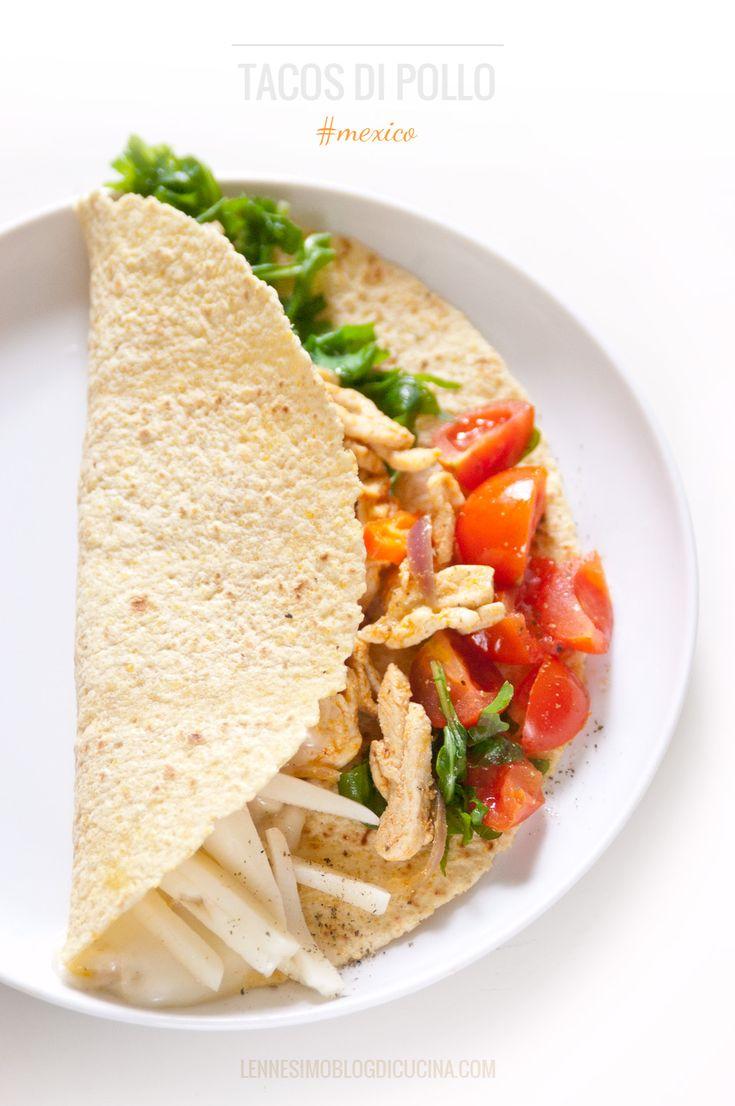 Tacos di mais morbidi, con pollo, cipolle, pomodorini e Asiago