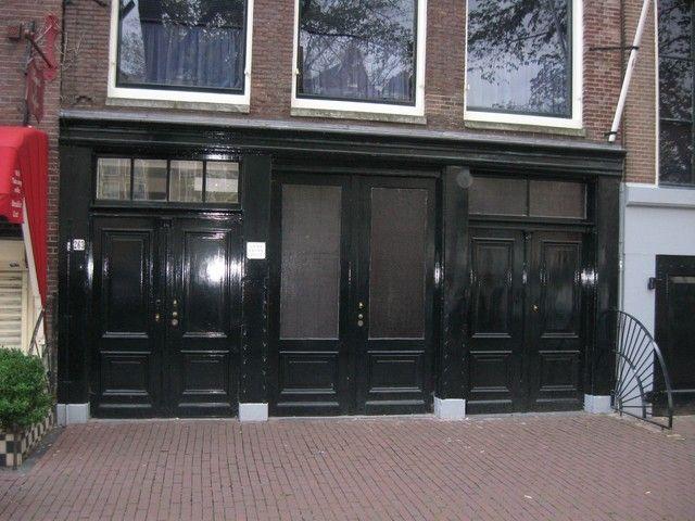 Donker groene deuren