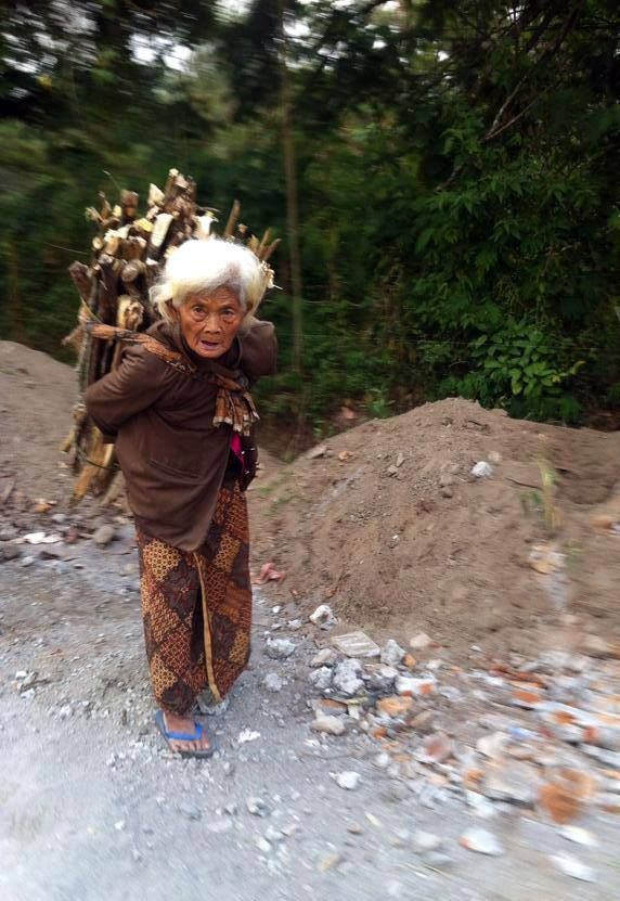 Indonesian woman carrying big weights