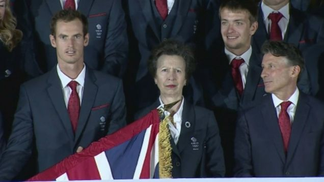 Andy Murray struggles with the Union Jack at a Team GB photoshoot