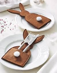 Easter bunny table decoration place setting idea , add a place card popping from the pocket too , making inspirationimages (198×254)