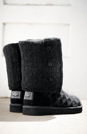Black knit Uggs <3