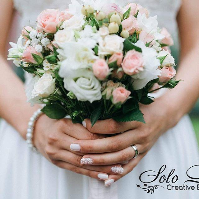 """Articol nou din partea noastra în blog. Vom deschide mici """"secrete-momente"""" despre buchetele de mireasă :) ;) Versiune RO/RU  """"Buchetul miresei. O analiză din alt unghi."""" http://solodecor.md/ro/buchetul-miresei-o-analiza-din-alt-unghi/    #blog #florist #nunta #nuntainmoldova #nuntamoldova #decor #wedding #floristica #floristry #bride #weddingbouquet #bouquet #bridalbouquet #flowers #blogger #eventblog #weddingsecrets #bridebouquet #weddingideas #floristic"""