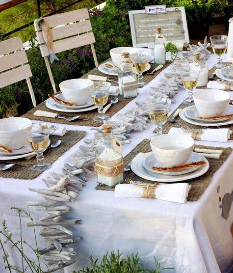 DIY Coastal Summer Table Ideas! http://www.completely-coastal.com/2015/06/coastal-summer-table-decor-idea.html
