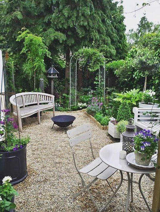 Smallspaces Garden Gardenideas Beautiful Gardens And Courtyards