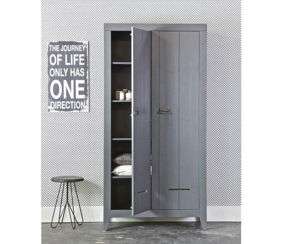 Optisch je kamer indelen kan ook met kastbehang: http://www.hetkabinet.nl/index.php?id=227