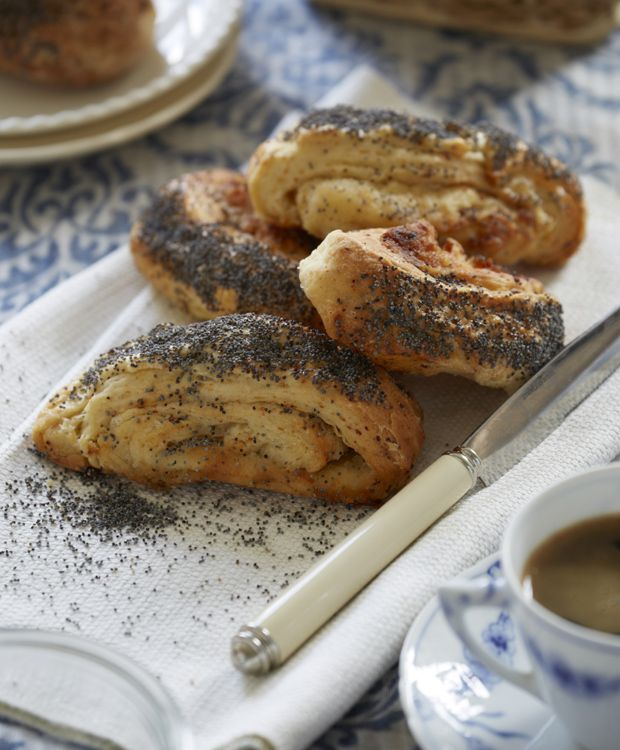 Det dufter af hygge, når du tager de lune, hjemmelavede tebirkes ud af ovnen. Sød remonce og sprød top. Få vores bedste opskrift her!