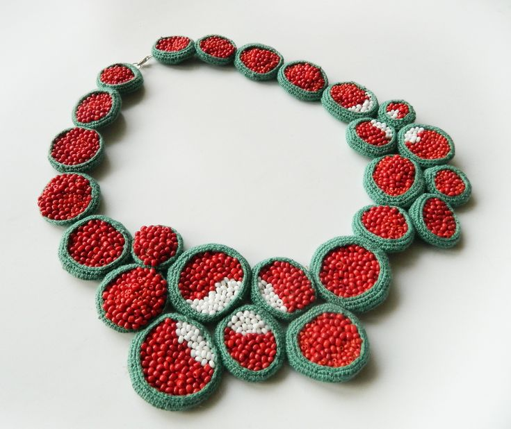Crochet necklace. The exterior is embroided with beads. By Lidia Puica
