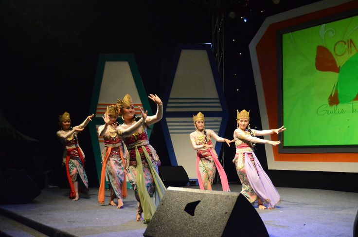 classic traditional dance, sundanese ethnic group, West Java, Indonesia