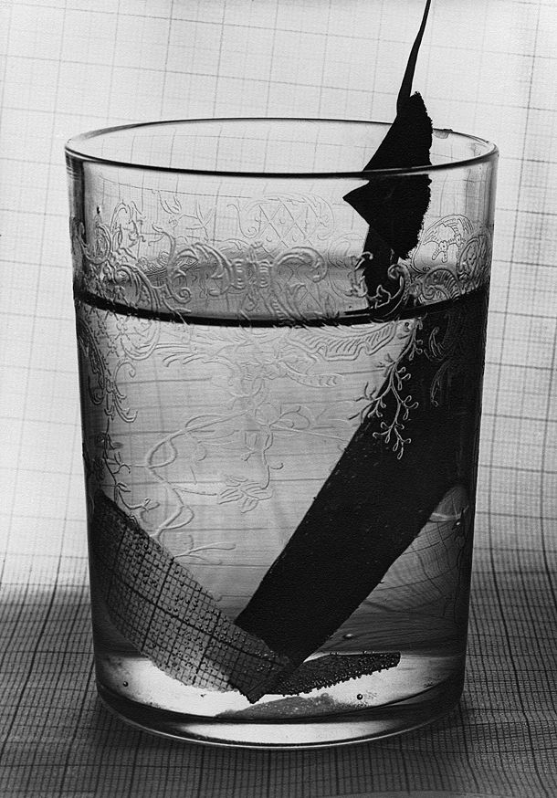 Grete Stern, Glass with paper