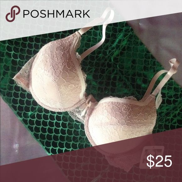 Jessica Simpson nude bra 36C Lacy and cute bra in a nude pinkish color very comfy and cute! New with tags sister size to 34D Jessica Simpson Intimates & Sleepwear Bras