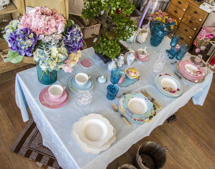 https://www.facebook.com/LaMaisonDiMichelessi Una delle nostre tavole apparecchiate con colori vivaci e freschi.
