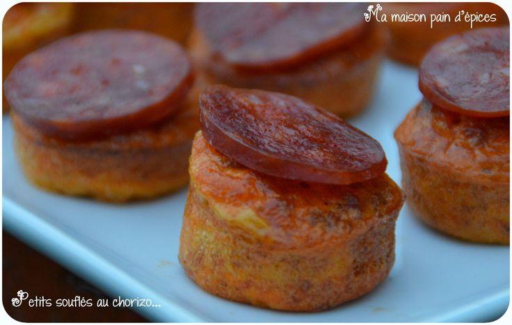 Un petit apéro tout simplement facile à réaliser et super bon ! Que vous dire de plus... plus simple il n'y a pas ! Ingrédients : 100 g de chorizo fort, 3 oeufs, 5 cl de coulis de tomate, 1 càc de maïzena, 1/2 càc de paprika, sel Préchauffer votre four...