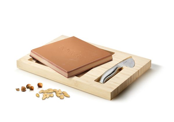Quantum and chocolate knife       A wonderful gift in three versions: Classic, Hazelnut and Almond.    http://frulatti.gr
