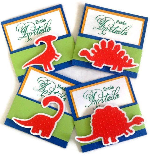 Divertidas invitaciones de dinosaurios, hechas a mano ...