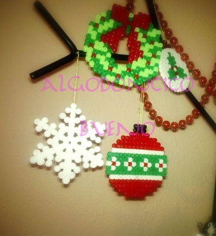 Bolas, Corona Navidad: Christmas Pyssla, Arbol Navidad, Crafts Hama Perler Beads, Ornaments, Beads Perlen, Hama Pylssa Beads, De Adornos, Corona Navidad, Adorno Arbol