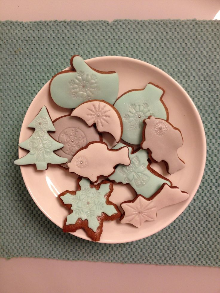 Pearl shimmer gingerbread cookies by Hana Rawlings