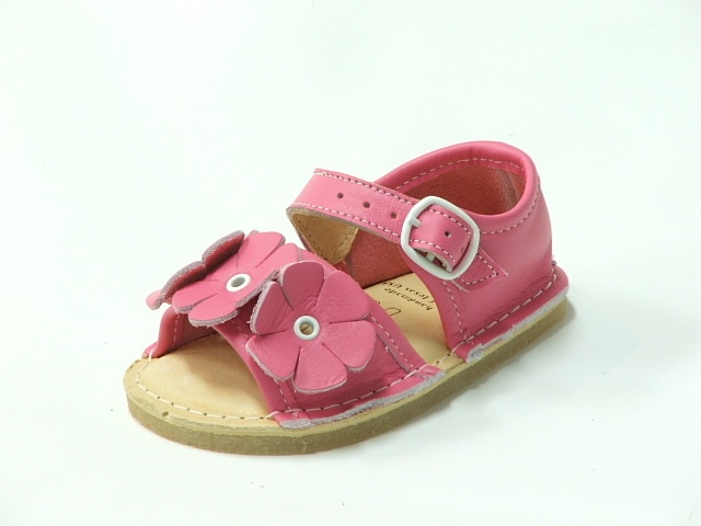These are my absolute favorite kids sandals. We've had them in so many different colors. Worth every penny!
