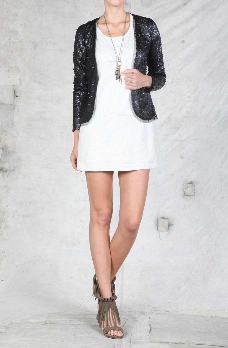Vestido femenino manga corta, con abertura en la espalda. Compra en la tienda On. Compra en la tienda On Line tennis.com.co - tennis
