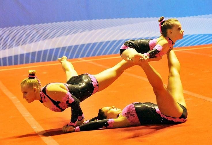 """Cerimonia di inaugurazione, oggi al PalaRuffini a Torino, di """"Turin Acro Cup, competizione internazionale di ginnastica acrobatica: le giovani atlete hanno dato spettacolo con esercizi di precisione e di atletica, vere magie di equilibrio che per (quasi) tutti sarebbero impossibili FOTO di FRAN"""