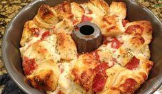Ben je gek op snacken en vooral op de smaak van pizza? Dan moet je dit gemakkelijk & heerlijke recept proberen! Je hebt dit pizza-brood binnen 5 minuten gemaakt ( oven tijd niet meegerekend ) en je kan hem uit elkaar trekken. Dit wordt in Amerika ook wel 'monkey bread' genoemd. Je hebt alleen 2Read More