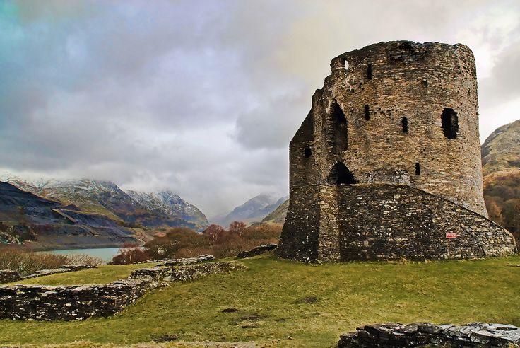 Steve Wilson - Dolbadarn Castle (Северный Уэльс) http://www.flickr.com/photos/pokerbrit/3270284873/in/photostream/
