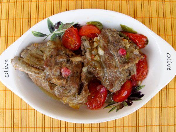 μικρή κουζίνα: Κατσικάκι κρασάτο με ντοματίνια