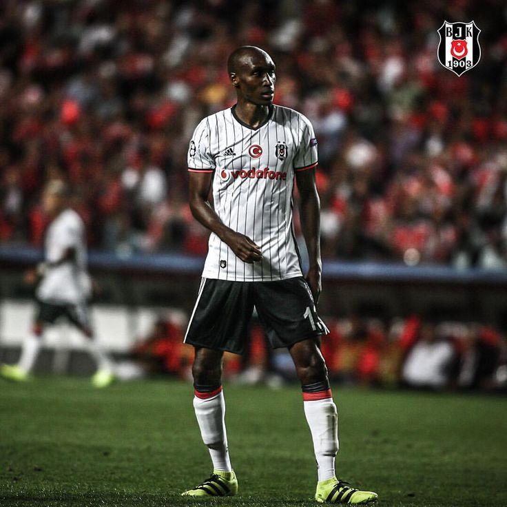 """49.7b Beğenme, 289 Yorum - Instagram'da Beşiktaş JK (@besiktas): """"Beşiktaşımız; beyaz forma, siyah şort ve beyaz konç ile Galatasaray derbisine çıkacak. Kalecimiz…"""""""