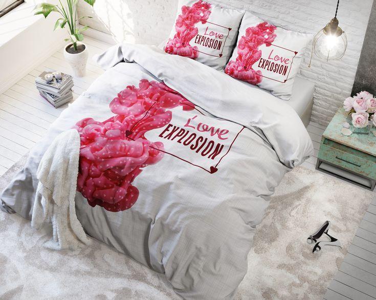 """Geef je slaapkamer een romantische aankleding door middel van dit Sleeptime Essentials Love Explosion-dekbedovertrek. Het overtrek heeft een zachte basiskleur met daarop een bijzondere print. Ook de kussenslopen zijn voorzien van deze leuke print. De tekst """"Love Explosion"""" benadrukt het romantische van dit prachtige overtrek. Vanwege zijn neutrale kleur en dessin voelt dit dekbedovertrek zich thuis in haast elke interieurstijl. Het is ook makkelijk te combineren met andere…"""