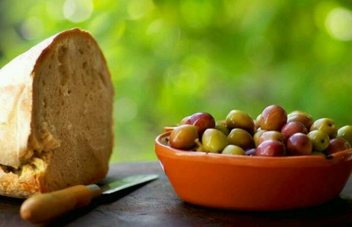 """pão com azeitonas """"Marvao #Alentejo #Portugal"""